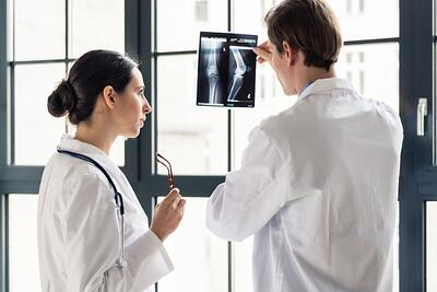 what does an orthopedist do